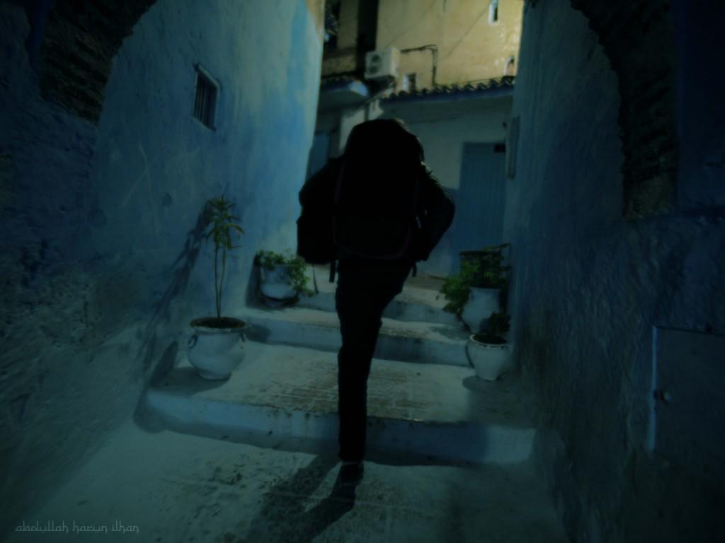 Walking Photos - Abdullah Harun Ilhan
